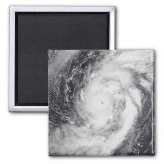 Aimant Ouragan Damrey dans l'océan pacifique occidental