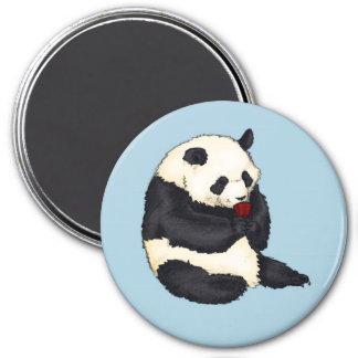 Aimant Panda avec la tasse de thé rouge