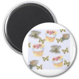 Aimant papillon illustré de tasse de thé de petit gâteau