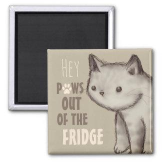 Aimant Pattes mignonnes de chat hors du réfrigérateur