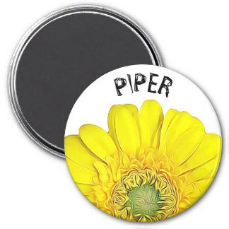 Aimant personnalisé par nom assez jaune de fleur