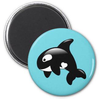 Aimant Petite baleine mignonne d'orque sur l'Aqua