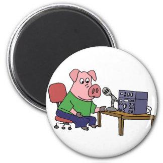 Aimant Porc drôle utilisant le radio-amateur