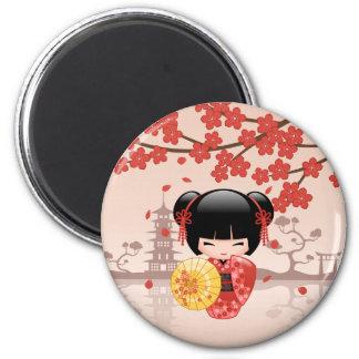 Aimant Poupée rouge de Sakura Kokeshi - geisha japonais