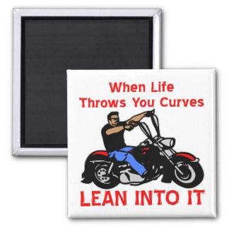 Aimant Quand la vie jette vous courbe le maigre dans lui