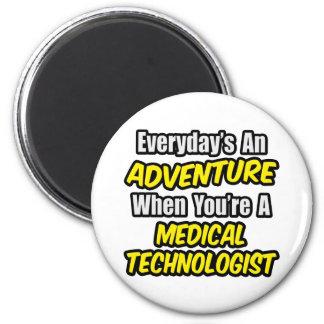 Aimant Quotidien un technologue médical d'aventure…