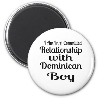 Aimant Rapport avec le garçon dominicain