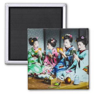 Aimant Rassemblement vintage de geisha coloré par main