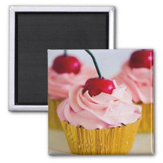 Aimant rose de petit gâteau