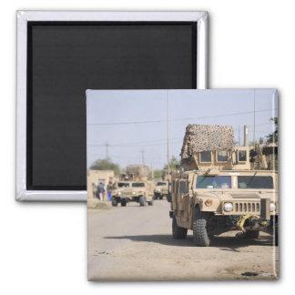 Aimant Sécurité de la conduite de Humvee pendant une