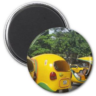 Aimant Taxis jaunes lumineux de Cocos d'amusement du Cuba