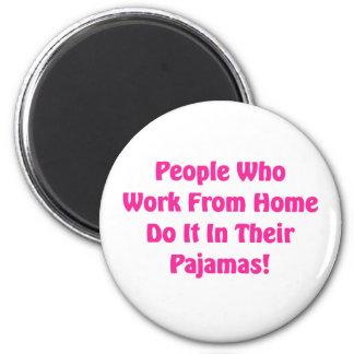 Aimant Travail à la maison dans des vos pyjamas