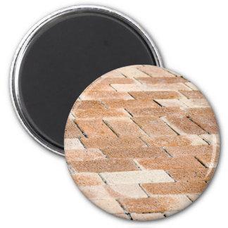 Aimant Trottoir des tuiles brunes - vue haute étroite