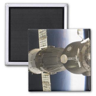 Aimant Un vaisseau spatial de Soyuz backdropped par la