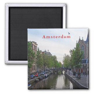 Aimant Une vue du canal près d'Oudekerk.