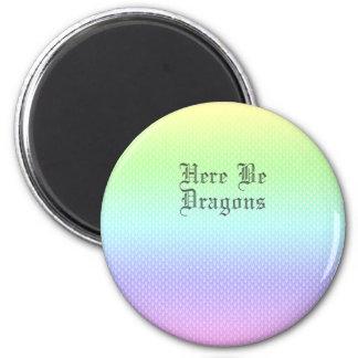 Aimant Voici des dragons, motif d'arc-en-ciel