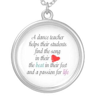 Aimez enseigner le collier de danse
