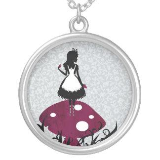 Alice au pays des merveilles 4 colliers personnalisés