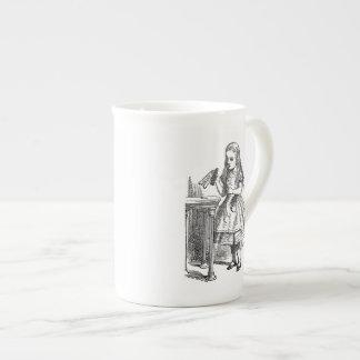 Alice au pays des merveilles me boivent croquis vi mug en porcelaine