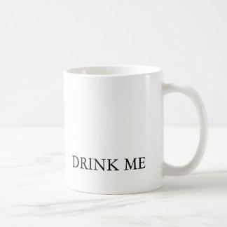 Alice au pays des merveilles me boivent tasse