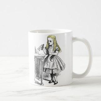 Alice au pays des merveilles me boivent tasse de c