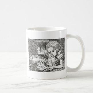 Alice au pays des merveilles tourne le géant mug