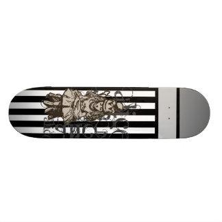 Alice dans la grunge de la Reine Alice du pays des Skateboards Customisés