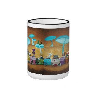 Alice dans la tasse de boisson du pays des merveil