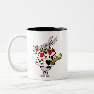 Alice dans les lièvres du pays des merveilles la tasses à café