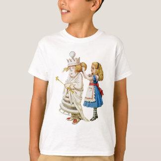Alice dépanne la reine blanche au pays des t-shirt