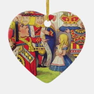 Alice et la reine des coeurs ornement cœur en céramique