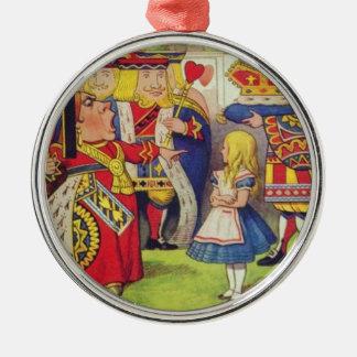 Alice et la reine des coeurs ornement rond argenté