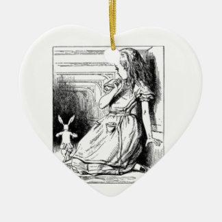 Alice et le lapin blanc ornement cœur en céramique