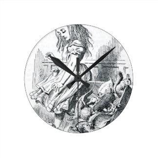 Alice et les écureuils horloge ronde