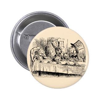 Alice vintage au pays des merveilles, scène de thé badge rond 5 cm