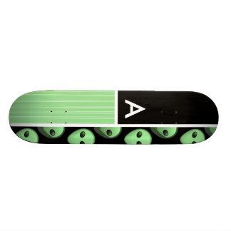 Alien vert et noir skateboard