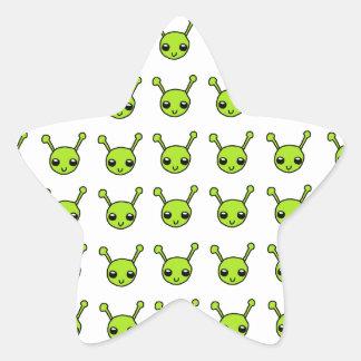 Aliens verts mignons stickers en étoile