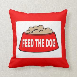 Alimentation rouge de cuvette de chien de coussin