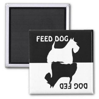 Alimentez le chien, chien alimenté, aimant de réfr