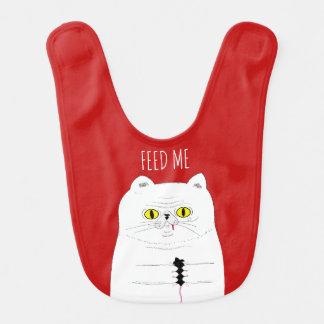 Alimentez-moi le chat drôle avec le bavoir de bébé