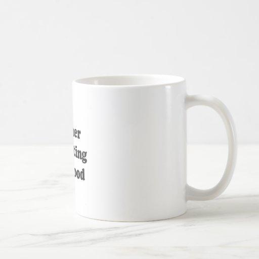 aliments pour chiens tasse à café