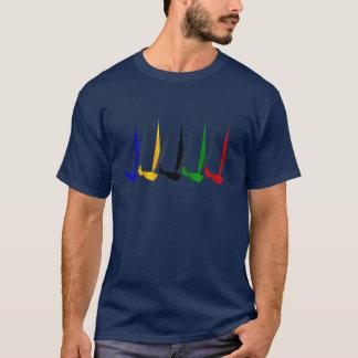 Amants   de yacht de navigation faisant de la t-shirt