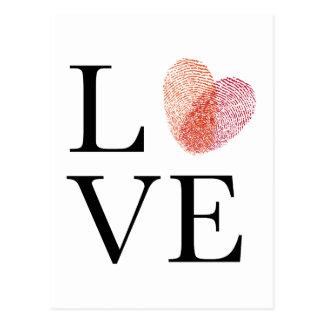 Amour avec le coeur rouge d'empreinte digitale carte postale