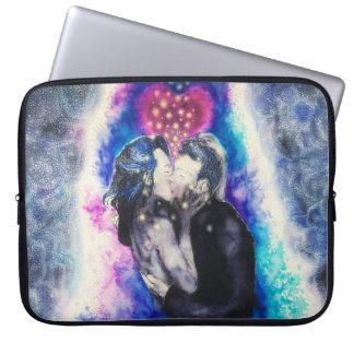 Amour dans la caisse noire et bleue d'ordinateur housse pour ordinateur portable