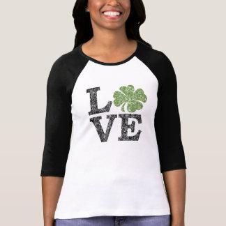 AMOUR de Jour de la Saint Patrick avec le shamrock T-shirts
