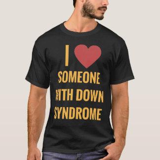 Amour de l'obscurité I quelqu'un avec le T-shirt
