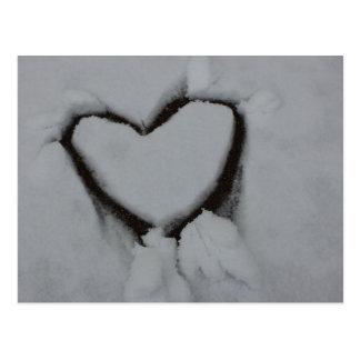 Amour d'hiver - coeur dans la neige carte postale