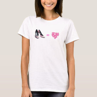 Amour égal de chaussures t-shirt