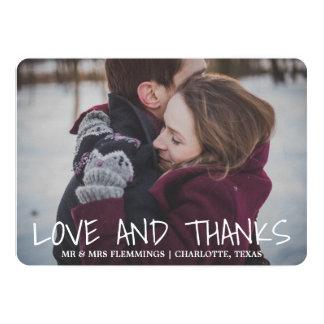 Amour et mercis lunatiques modernes épousant la carton d'invitation  12,7 cm x 17,78 cm