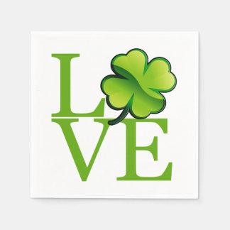 Amour irlandais de shamrock serviette en papier